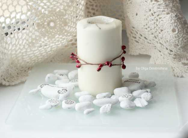 candle centerpiece with pebbles