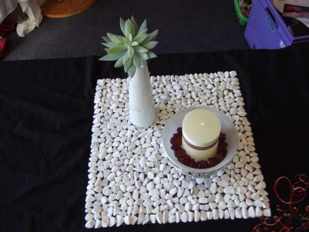 pebbles table decorations, placemat