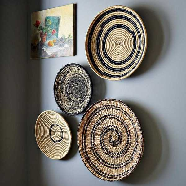 empty wall decorating with wicker plates