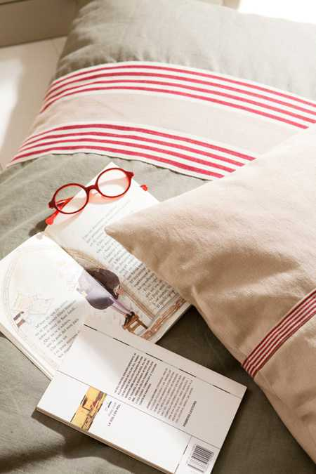 decorative pillows with stripes