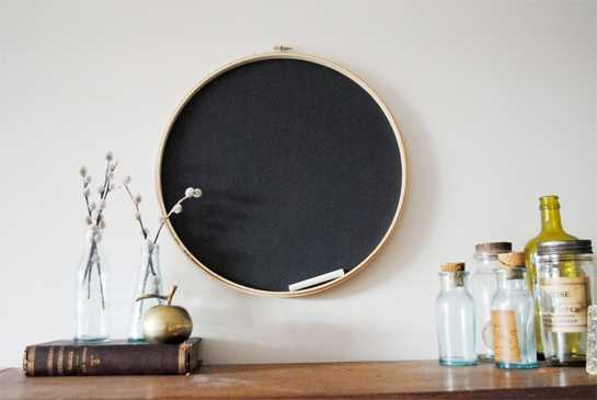 simple wall decorations made with embroidery hoops