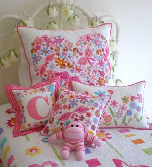 girls bedroom decorating with throw pillows
