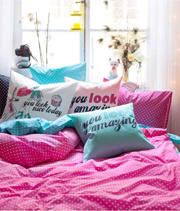 modern bedroom decorating with bright pillows