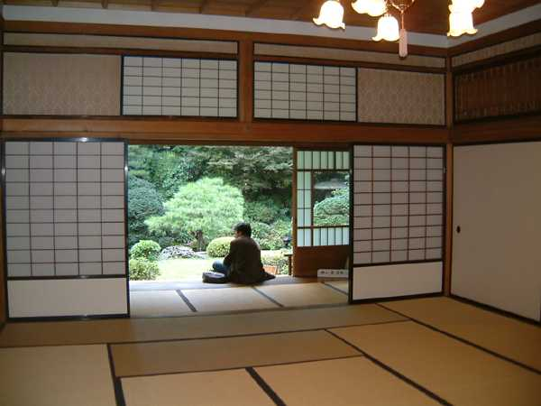 asian interior decorating with sliding screens