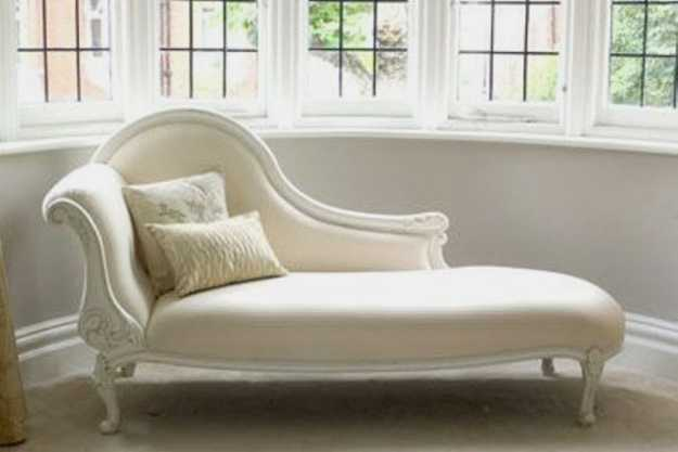 Modern chaise lounge chairs recamier for chic room decor for Bay window chaise lounge