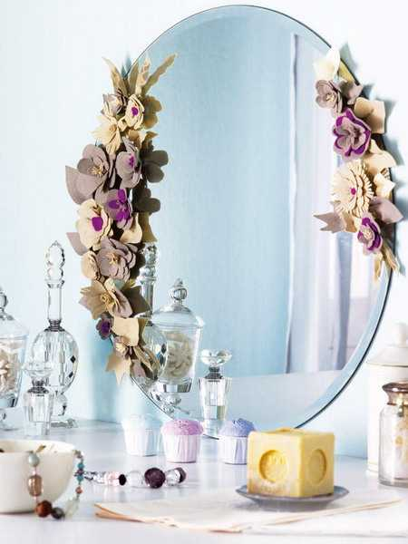 Felt Flowers for Decorating Wall Mirrors with Romantic Details