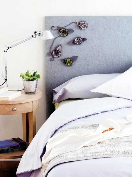craft idea for bed headboard decorating with felt flowers