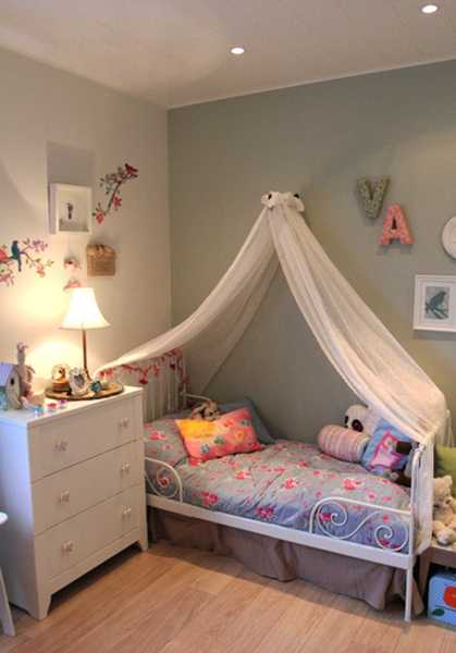 Little girls bedroom decorating with light room colors and for Fabrics for children s rooms