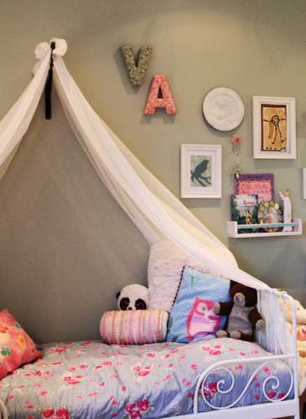 Little Girls Bedroom Decorating With Light Room Colors And