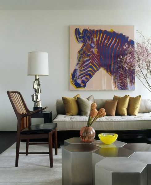 Exotic trends in home decorating bring animal prints into for Living room decorating ideas zebra print