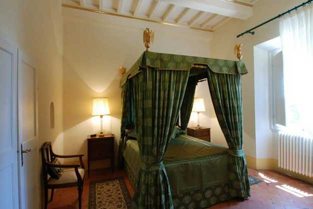 four post bed with green curtains in italian style