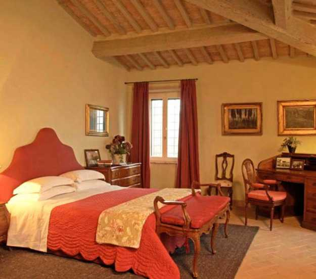 wooden ceiling beams and red furnishings for italian decorating