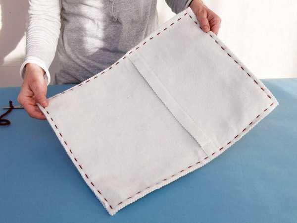 making pillowcase of felt fabric