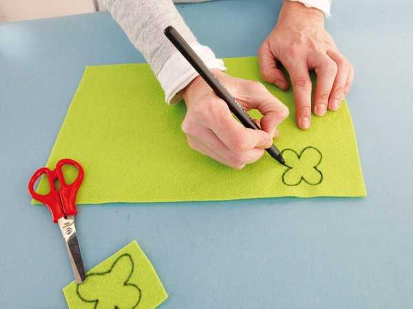 drawing flowers on felt fabric