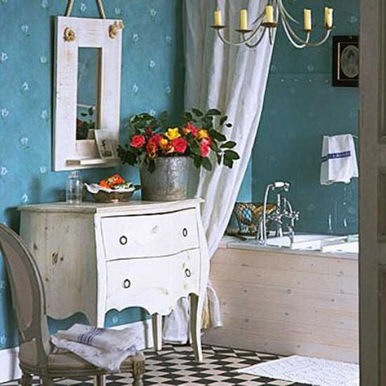 Colorful Bathroom Decorating With Flowers Adds Luxury To