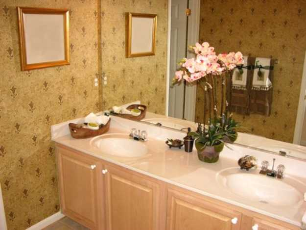 awesome bathroom flower decorations | Colorful Bathroom Decorating with Flowers Adds Luxury to ...