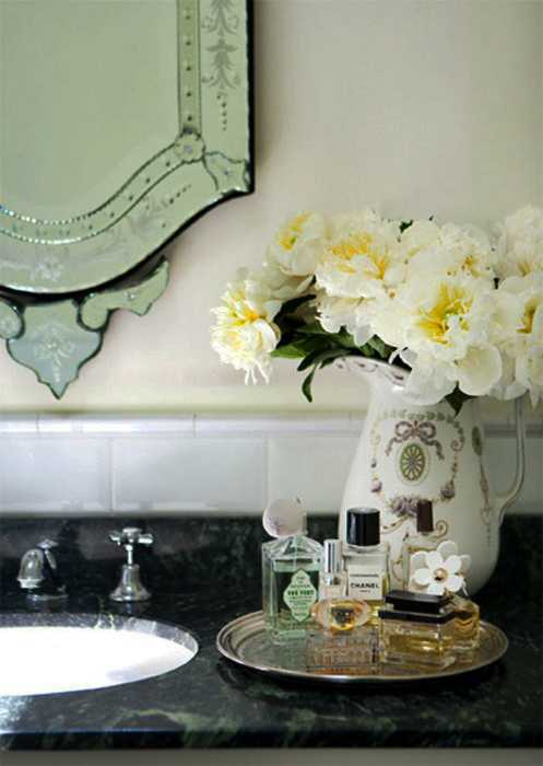 white flowers for bathroom decorating