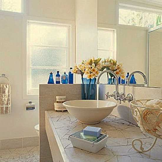 Blue And Yellow Bathroom Decor: Colorful Bathroom Decorating With Flowers Adds Luxury To