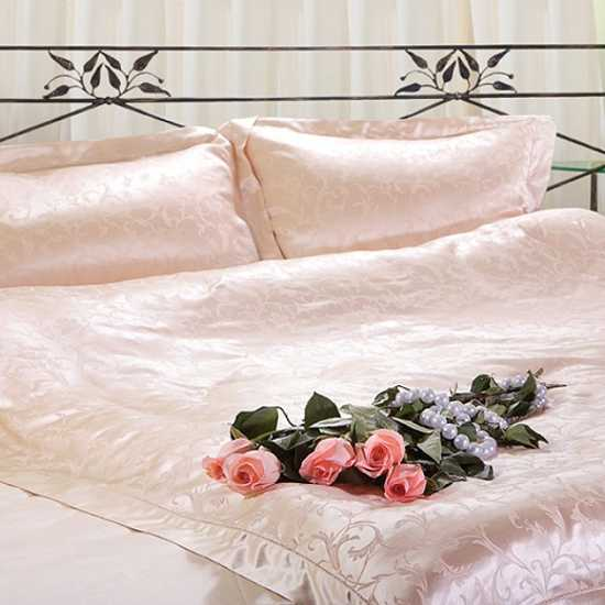 silk bedding set in light pastel pink solor