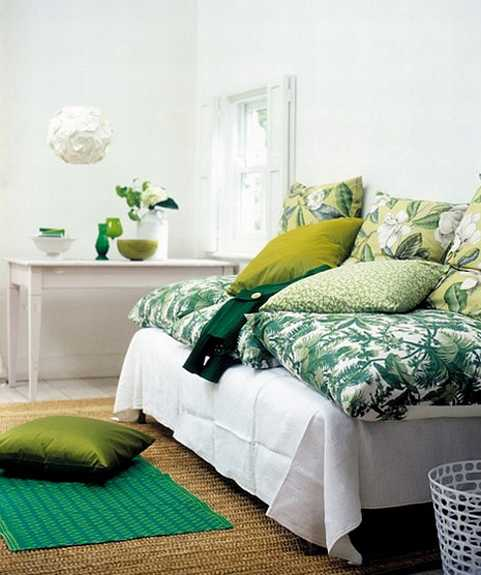 Decorative fabrics in white and green colors