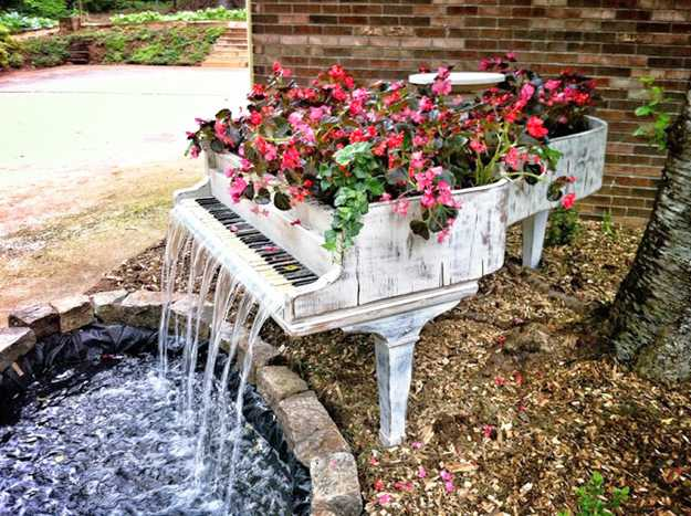 Grand Piano Water Fountain And Container For Decorating With Flowers
