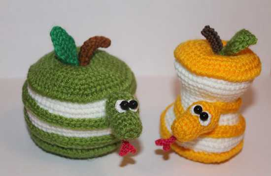crochet snakes in green and yellow color