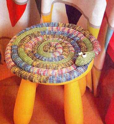 srochetted colorful snake craft idea