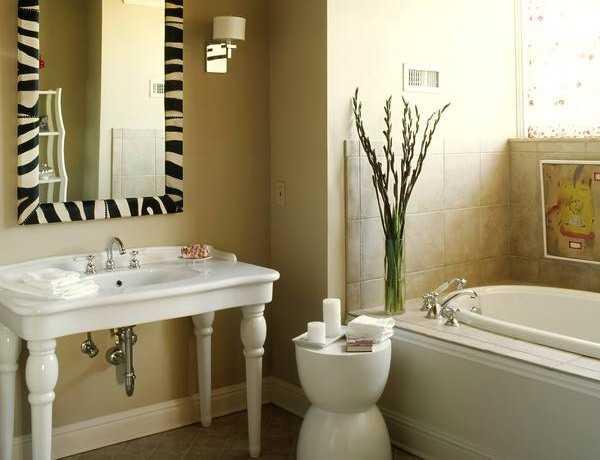 Zebra prints and decorative patterns for modern bathroom for Animal bathroom decor
