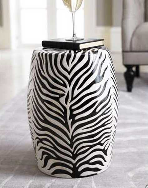 Exotic home decorating ideas allowing zebra prints to for Zebra decorations for home