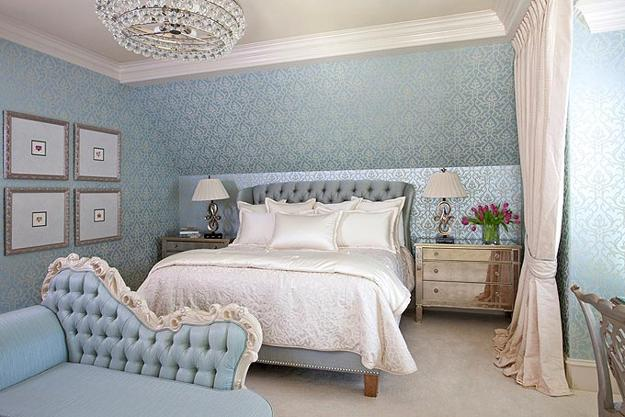 Chic bedroom decorating ideas enhancing classic style with for Light blue wallpaper bedroom