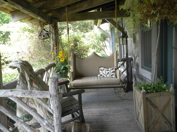 Beautiful Table Decoration and Rustic Themed Decor Turning Porch