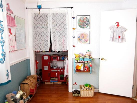 kids room decorating with toys