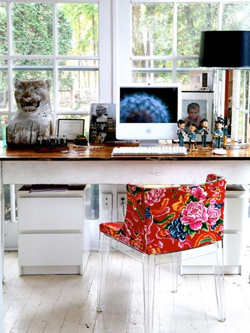 small home office decor in white and red colors