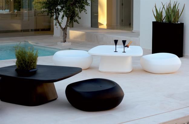 25 modern outdoor furniture sets that brighten up backyard for Contemporary outdoor furniture