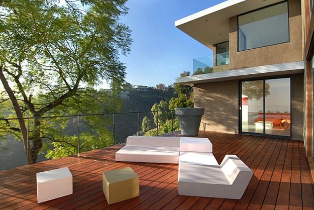 contemporary outdoor furniture in white
