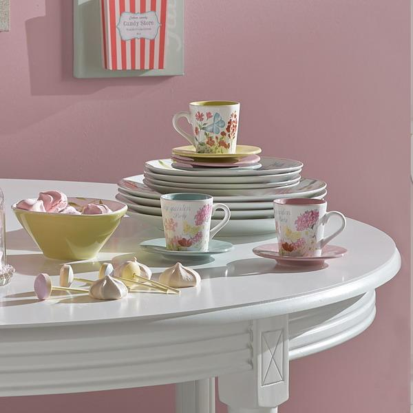 white painting for dining table and pink wall paint