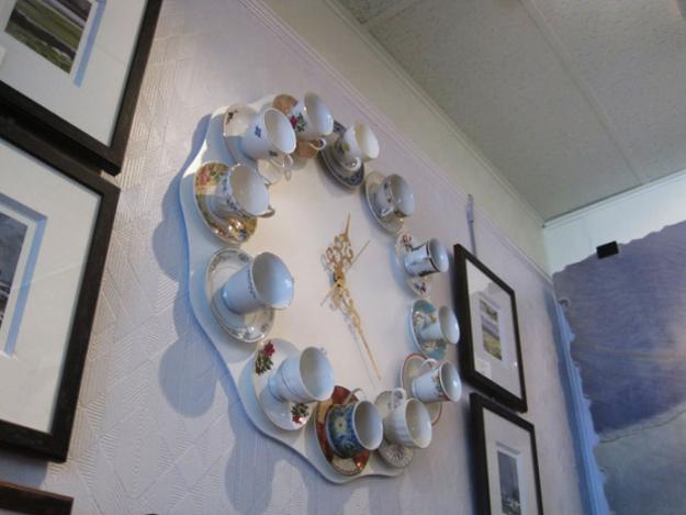 handmade wall clock made with tea cups and saucers