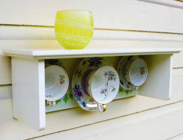 wall organizers and home decorations made with tea cups