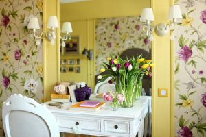 small apartment ideas, living room decorating with white and yellow paint colors