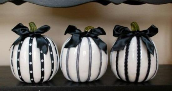 simple and unique black and white ideas for halloween decorations in vintage style - Black And White Halloween Decor