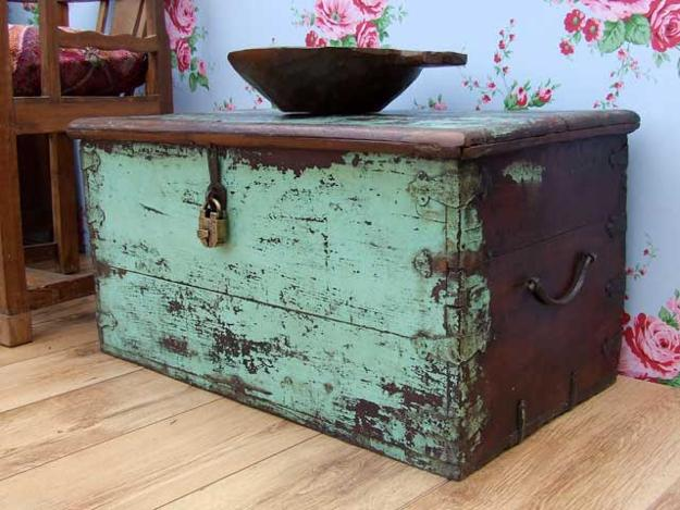 chests trunks room decorating ideas 33 Wooden Chest Trunk Coffee Table