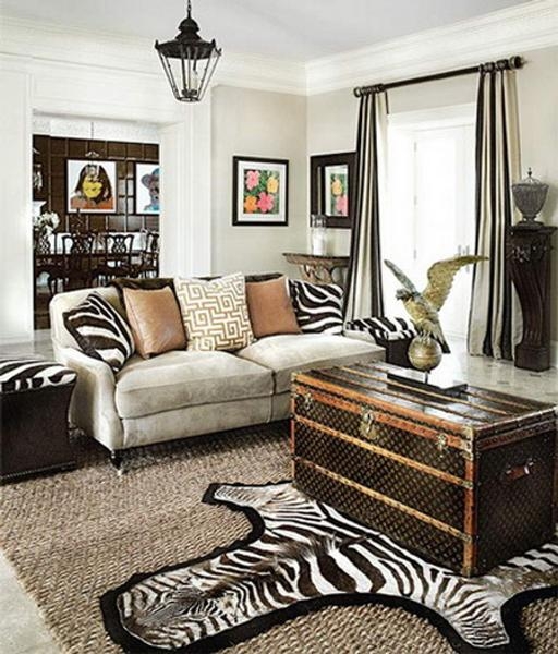 Modern Living Room Decorating With Trunk Coffee Table