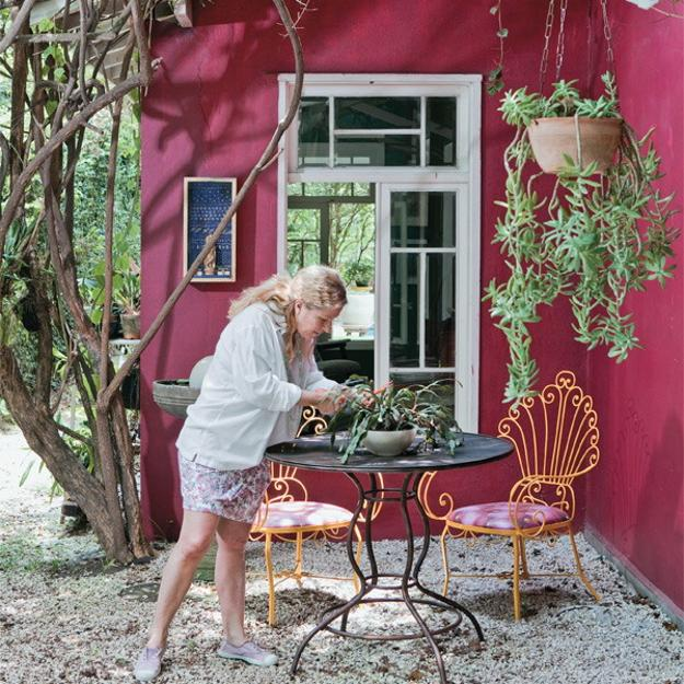 bright colorful home. outdoor home decorating with bright colors pink wall paint color colorful