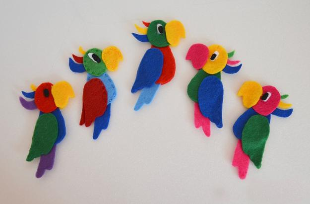Cute handmade felt decorations 25 simple and eco friendly for Home made decoration pieces