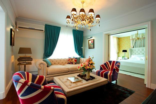 Small Apartment Ideas Blending Patriotic Decoration Colors