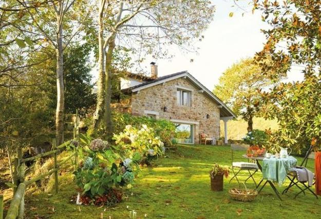 Beautiful Cottage With Stone Walls, Attractive Outdoor Living Spaces And  Inviting Country Home Decorating