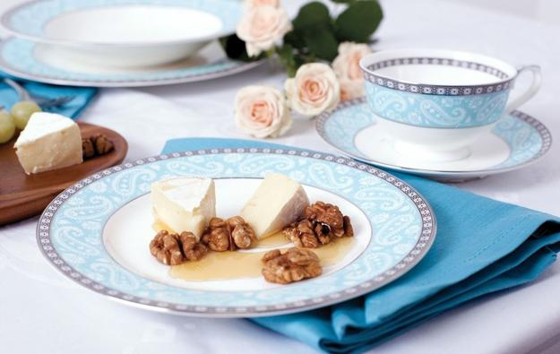Modern Tableware And Trends In Decorating Holiday Tables In Natural And  Classy Style