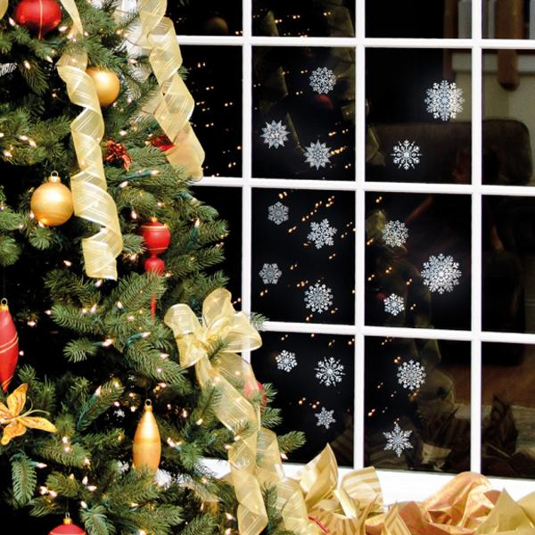 33 ways to use snowflakes for winter home decorating for Christmas home window decorations ideas