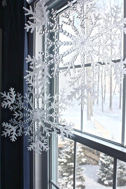 Ways To Use Snowflakes For Winter Home Decorating