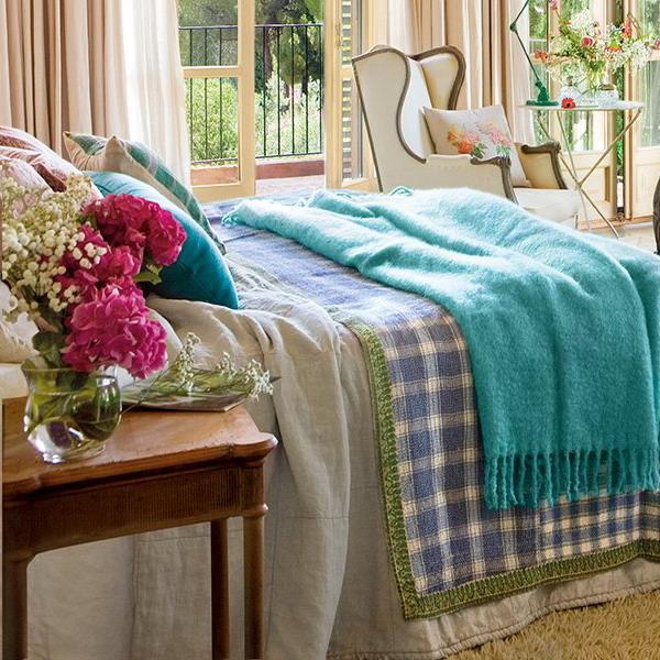 Vintage Bedroom Curtains Dark Blue Bedroom Decorating Ideas Tropical Bedroom Color Schemes Bedroom Armchairs: Beautiful Bedroom Decorating In Unique Vintage Style With